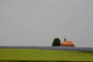 Foto: Photovoltaik-Module auf Feld